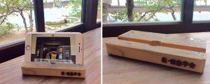 ※校舎の床材で作った木製スマホスタンド